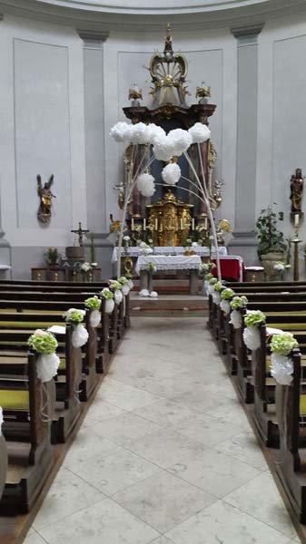 Kirchendekoration Blumenschmuck Kirchenschmuck